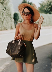 Paris Sue - Louis Vuitton Bag, Zerouv Sunnies - Summer in the City