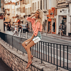 Vera Hutterer - Asos Pink Top, Zara Jeans Shorts, Tommy Hilfiger Pink Leather Sandals - Summer In The City | la-blonde.com