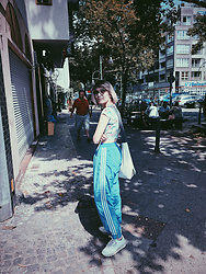 Karola - H&M Floral Crop Top, Adidas Vintage Blue Trousers, Reebok White Classic - Sicko mode