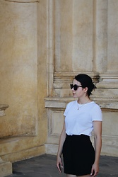 Zuza J. - Zara T Shirt, H&M Shorts, Apart Necklace, Givenchy Sunglasses - White in Wallenstein Palace