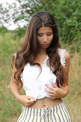 Carmen Schubert - H&M White Blouse, H&M Shorts - Casual Summeroutfit