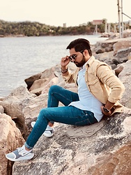 Masud Ahmadi - Zara Bisque Jacket, Polo Ralph Lauren White Shirt, Ray Ban Ray Ban Round Metal, Nike White Air, Zara Blue Jeans - By the sea