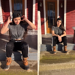 Daniela Aguilar Lua - Sorel Boots, Adidas Soccer Trainers, Urban Outfitters Graphic T, Brixton Hat - Stoop Kid