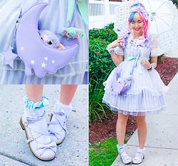 Kammie Pomeranian - Angelic Pretty Selina Lavender Jsk セリーナジャンパースカート, Angelic Pretty Melty Moon Shoulder Bag 132bg6 18323 Melty Moonショルダーバッグ, Angelic Pretty Maid Style Head Dress, Angelic Pretty Whip Cherry Berry Umbrella ホイップチェリーベリーアンブレラ - Selina Lavender Maid