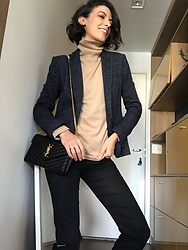 Silvia Henz - Yves Saint Laurent Ysl Bag, Beige Cacharrel, Blue Blazer, Black Pants - Classic winter clothes