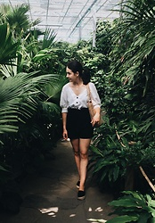 Zuza J. - Zara Linen Shirt, H&M Shorts, Promod Jute Bag, Mohito Espadrille - Into the jungle