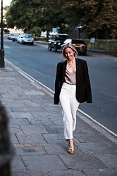 Daniella Robins - J Brand Jeans - Friday Through To Sunday – 3 Ways To Style These Jeans