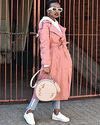 Reneilwe Masekoameng - Country Road Cotton Coat, Foschini Pink Circle Bag - Pinkerbell 🧚🏽‍♀️