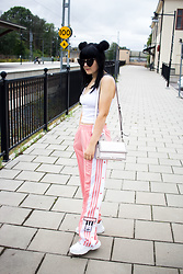 Panda . - Ivyrevel Sunglasses, Karl Lagerfeld Bag, Adidas Pants - PINK ADIBREAK