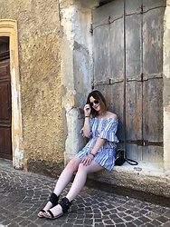 The laid-back girl Léa - New Look Dress, Sézane Bag, Casual Attitude Sandals - Stripes