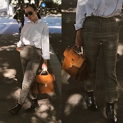 Andréa Frisk - Beyond Retro 1940'S Pants, Boomerang Shirt - Always on the move