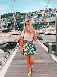 Fern Jenner - H&M Palm Skirt, H&M Cotton Top, Topshop Sandals - Dolphin Spotting 🐬