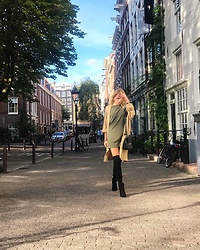 Oliwia Rosiak - Mango Over The Knee Boots, Mohito Dress, Moschino Bag - Casual in the city