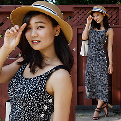 L Z - Sunhat, Vintage Midi Dress, Massimo Dutti Sandals - Ditsy Floral Midi Dress