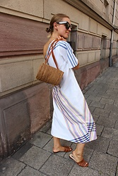 Anna Borisovna - Mango Bag, The Summer House Dress, Massimo Dutti Shoes, Céline Sunglasses - The Summer Look