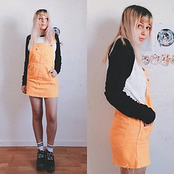 Filipa Lopes - Bershka Yellow Overalls, Pull & Bear Black And White Sweater, Bershka Black Platform Shoes - Sales haul