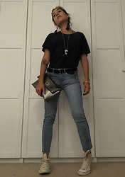 Laura De Sommar - Mulberry Clutch, Zara Jeans, Converse Shoes, Lagos Necklace, Orlebar Brown T Shirt, Rolex Watch - Streetwear 30.08.18