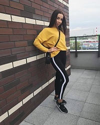 PaulieneK - Yellow Sweatshirt, Black Pants, Black Sneakers, Black Bags - Girl in yellow
