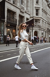 Aneta Kramarska - Stradivarius Mom Jeans, Reebok Shoes, Urban Outfitters Socks, Primark Turtle Neck, H&M Glasses - Get the London look