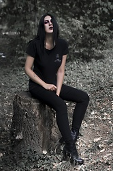 Ellone Andreea - Dark Alchemy T Shirt, H&M Skinny Jeans, H&M Lace Up Booties - Newborn