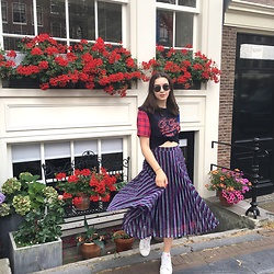Anzhela Usenko - Koton Skirt, Koton T Shirt, Ray Ban Glasses, Adidas Sneakers - Rainbow queen