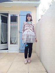 Lulu Longstocking - Thrifted Blouse, Second Hand Tutu, Desigual Leggings, Golden Pink Sneakers - Dolly kei