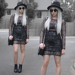 Sammi Jackson - Primark Black Fedora, Zaful Sunglasses, Naanaa Black Sequin Dress, Oasap Quilted Flap Bag, Office Chunky Ankle Boots - BLACK SEQUINS
