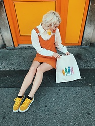 Alice Jones - Myrainbowtee Naked Rainbow Boy Bag, Monki Dress, Myrainbowtee Tassles - I like yellow