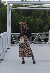 Claudia Villanueva - Shein Sweatshirt, Bershka Bag, Shein Skirt, Jeffrey Campbell Shoes Boots - September Style
