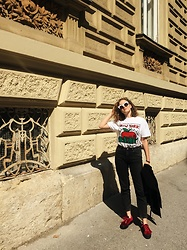 Paula Avalon - Stradivarius Keith Harring Shirt, Superga Red Velvet Supergas - Ny state of mind