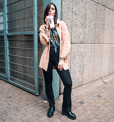 Nina Wirths - Boohoo Jacket, Forever 21 Shirt, Missguided Leggins, Asos Boots - Some grunge rock