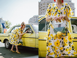 Andreea Birsan - Lemon Print Midi Dress, Scarf, Transparent Bag, Yellow Suede Slingback Shoes - Lemons