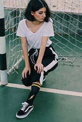 Adriana R. - Happy Socks Athletic Flash Sock, Rosegal Color Trim Loose Pants, Primark White V Neck T Shirt - Flash Socks