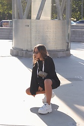 Claudia Villanueva - Zara Sweatshirt, Stradivarius Fanny Pack, Bershka Shorts, Buffalo Sneakers - Sporty Black