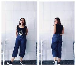 Mar S - Gant Navy Top, Levi's® High Wasted Baggy Jeans, Tommy Hilfiger Navy Sneakers - #1. casual monday