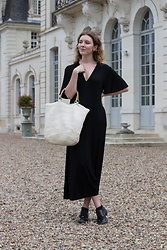 Holly Read - And Other Stories Black Midi Dress, White Vintage Beach Bag, Zara Black Faux Leather Lace Up Heels - Lady in the Chateau