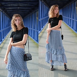Alba Granda - Zara Black Crop Top, H&M Floewered Frills Skirt, Zara Black Sandals, Rosegal Black Bag - Flowered Frills