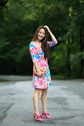 Kimberly Kong - Kate Spade Bow Heels, Diane Von Furstenberg Floral Shift Dress - Why Shift Dresses are Perfect for Work