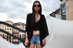 Katherine - Zara Short Jeans, Zara Top Black Lace, Asos Necklace Boho, Shein Vintage Style Bag, Asos Cat Eyes Sunglasses, Shein Trasparent Black Kimono - On the rooftop.