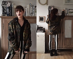 TurnToBlack Eira - Vintage Military Jacket, H&M Black Hoddie, Crazyfactory Necklace, Zara T Shirt, H&M Jeans, Dr. Martens Jadon - Military Stripes