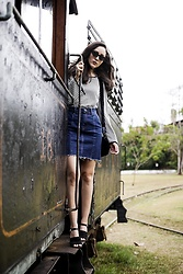 Camilla Brozzo - Zerouv Sunglasses, Damyller Top, Damyller Skirt, Damyller Bag, Arezzo Shoes - Railroad