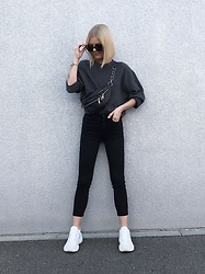 Debora Nemeth - Nike Sneakers, Nasty Gal Bum Bag, Zara Sweatshirt, Mango Jeans, Nasty Gal Sunnies - Black and grey is my fav combo