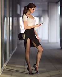 Ariadna M. -  - Business look