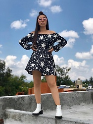 Karen Cardiel - Must Concept Store Stars Dress, Pull & Bear White Boots, Must Concept Store Pastel Pink Sunglasses - Look at the stars, look how they shine for you ⭐️