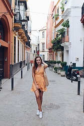 Lina . - Shein Dress - YELLOW POLKA DOTS IN SEVILLE