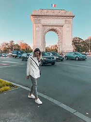 Vlada Avornic -  - Tourist outfit