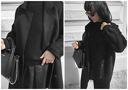 Izabela - Sabrina Pilewicz Monopoli Bag, Zara Oversize Coat, Mango Black Sunnies, Zara Black Sweater, Zara Pleated Skirt - OVERSIZE COAT & PLEATED SKIRT