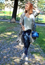 Aleksandra Siara - Massimo Dutti Blouse - Big grey sweater