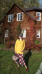 Natalyushka - Calliope Grey Checkered Hat, Loewe Reptile Print Natural Leather Bag - Sunny & Colourful