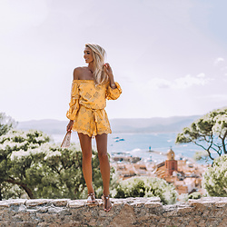 Vera Hutterer - The Kooples Yellow Overall, Tiffany & Co. Silver Bracelet, Tommy Hilfiger Leahter Sandals - Welcome to St. Tropez | la-blonde.com